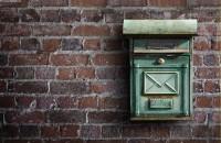 Boîte à lettres sur un mur